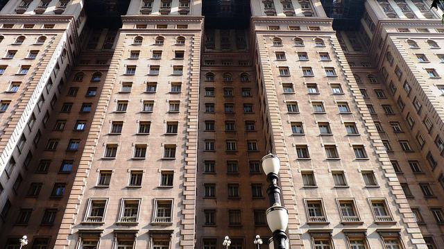 Fachada do prédio Martinelli ( projeto de William Fillinger, 1929) na capital paulista. Imagem: Andreia Reis/Flickr CC