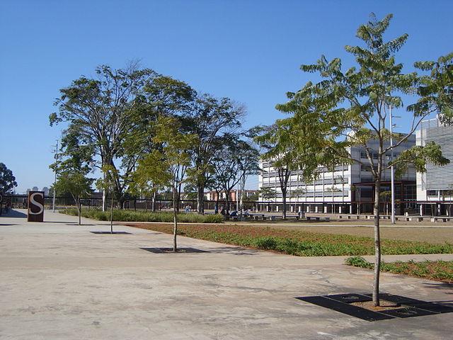 Parque da Juventude na capital paulista, com projeto paisagístico de Rosa Kliass