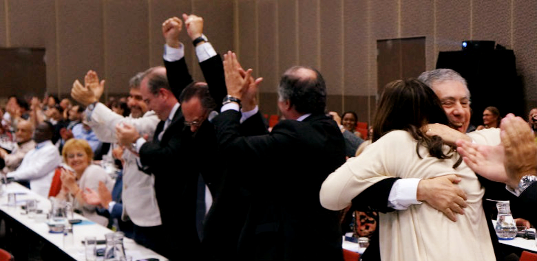 Delegação brasileira comemora escolha do Rio para a sede do UIA 2020