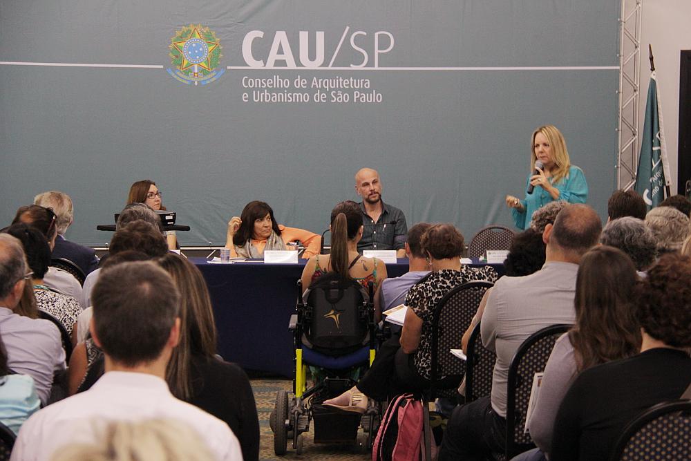 Palestrantes do seminário de acessibilidade, com representantes da Procuradoria da República, CPA e do Conselho de Ética do CAU/SP.