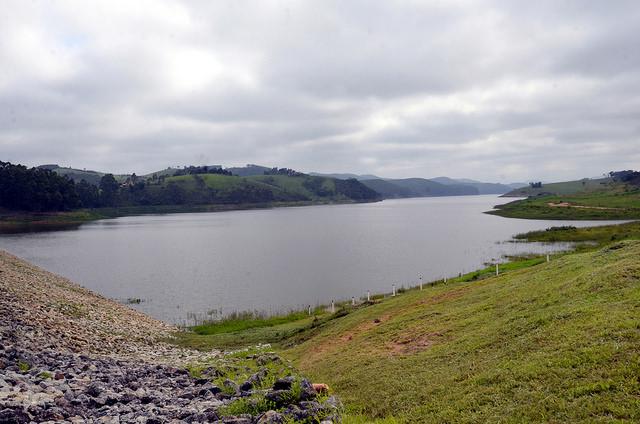 Curso de água em Salesópolis/SP. Imagem: Secretaria de Agricultura e Abastecimento de São Paulo/FlickrCC.
