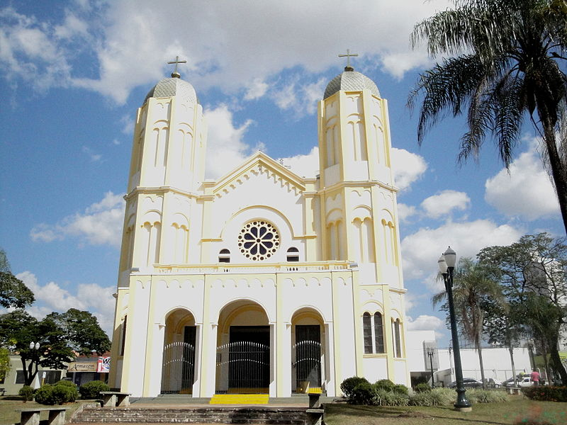 800px-igreja_de_sao_benedito_jaboticabal_02