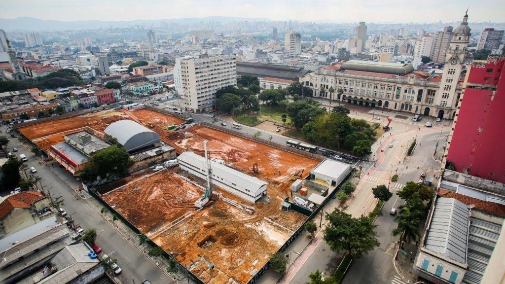 Canteiro de obras no início da construção do Complexo Júlio Prestes